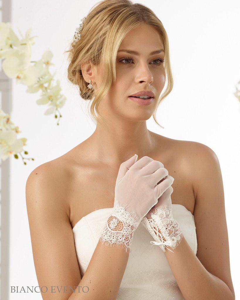 6f7592dd89a Bianco Evento Brautaccessoires Handschuhe B20 (1) - Brautmode Diamore