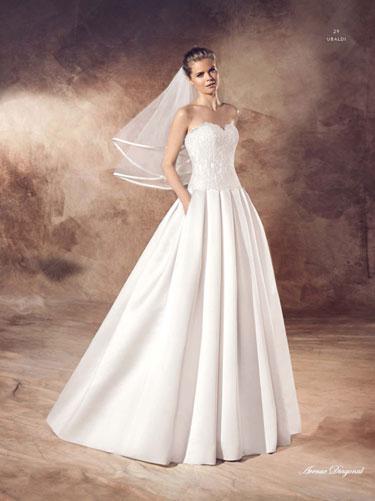 BLOW-OUT SALE Mit Bis Zu 60 % Auf Viele Designer-Brautkleider